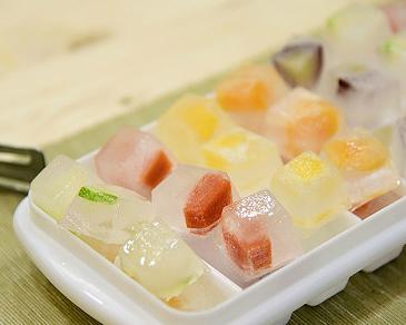 給點顏色瞧瞧吧~繽紛又健康的水果冰塊