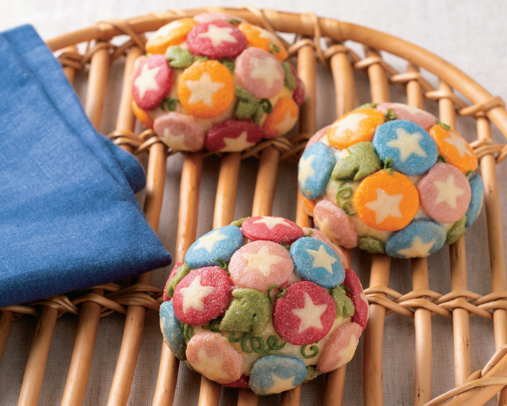 運用多種顏色渲染的療癒系「牽牛花造型波蘿麵包」