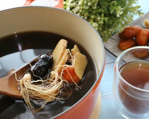 大人、小孩都能喝,暖身禦寒、提升免疫力~黑糖葱薑湯