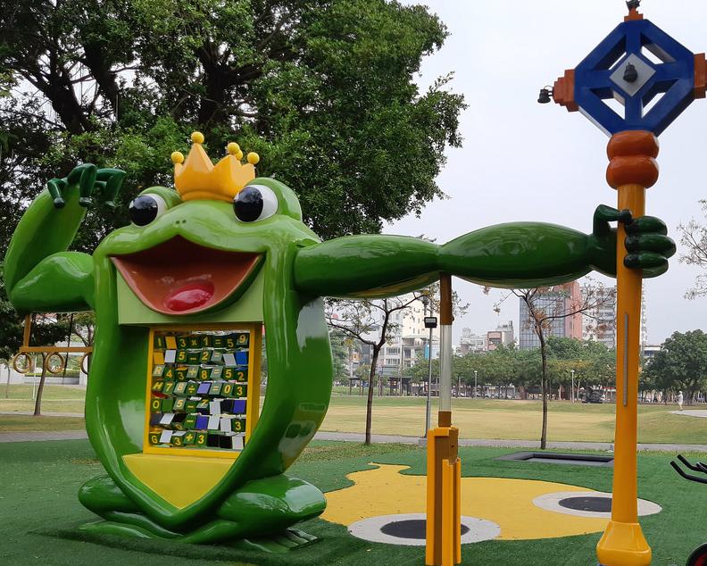 樹蛙主題遊戲場,0到99歲共同玩樂~嘉義文化公園共融遊戲場