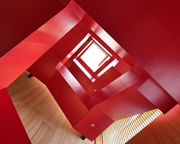 金色窗花樓×大紅旋梯,融入城市靈魂新地標~臺南市立圖書館新總館