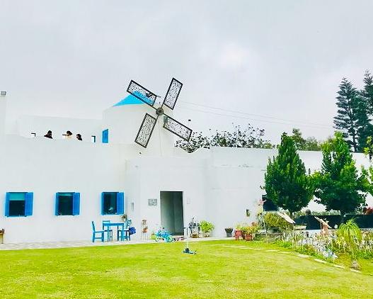 寬闊草地×兒童遊樂設施,擁抱慵懶希臘風情~桃園卡托米利庭園咖啡