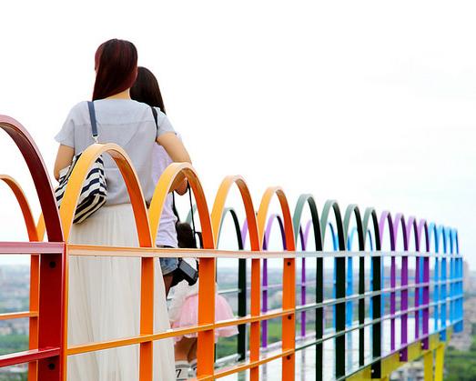 彩虹玻璃天空步道,親子、浪漫一網打盡~宜蘭A‧maze兔子迷宮咖啡餐廳