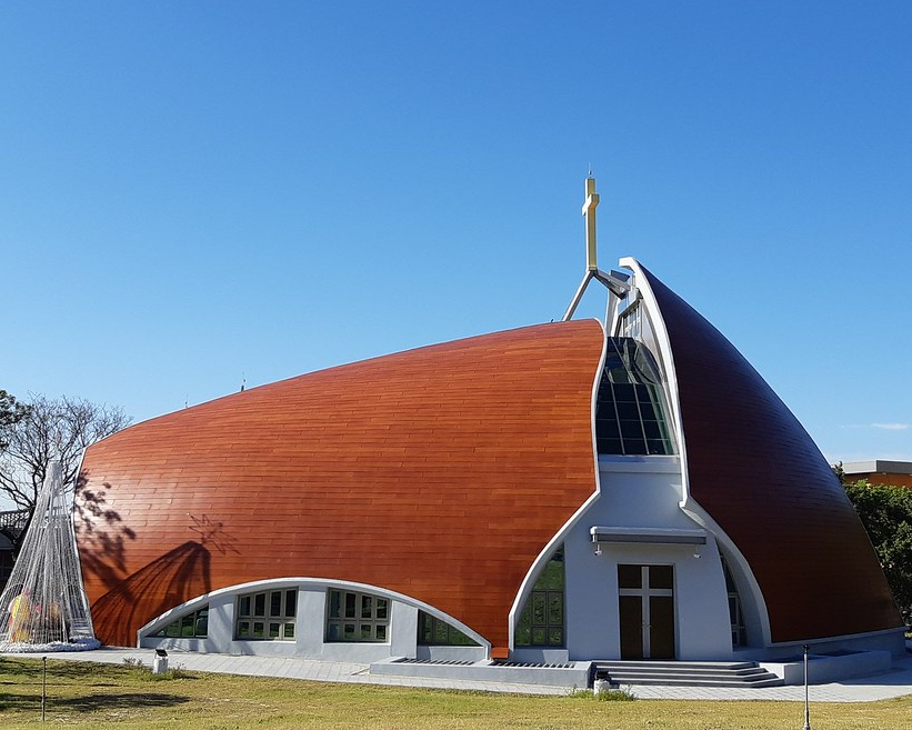 新地標!五餅二魚意象,通往天主的真理之路~台中靜宜大學主顧聖母堂